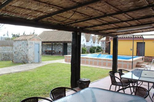Hotel Pictures: Bungalows Los Cortijillos I, Campano