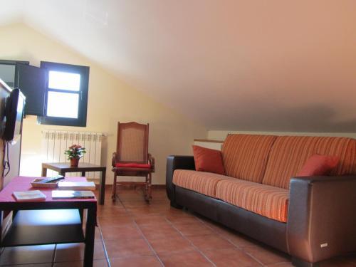Hotel Pictures: , Monasterio De Hermo
