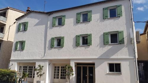 Hotel Pictures: Hotel L'Aiglon, Pégomas
