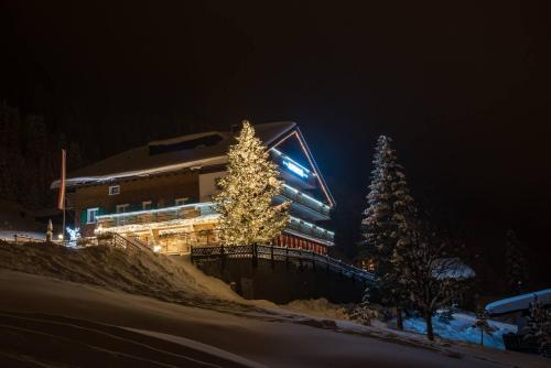 Hotel Pictures: Hotel Alpenrose, Gargellen