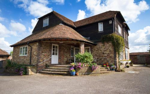 Hotel Pictures: Magpies Lodge, Slinfold