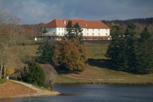 Hotel Pictures: , Saint-Yrieix-la-Perche
