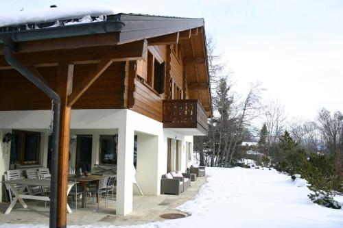 Hotel Pictures: Chalet Domaine de la Famille te Arbaz, Arbaz