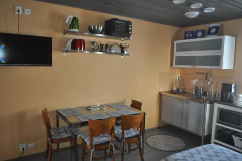 Hotel Pictures: Lakeuden Lumo ja Tupa, Ylihärmä