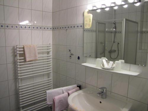 Hotel Pictures: Hotel Harzer am Kurpark, Bad Herrenalb