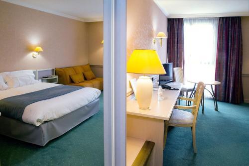 Hotel Pictures: Logis Lyon Est Porte de l'Ain, Saint-Maurice-de-Beynost