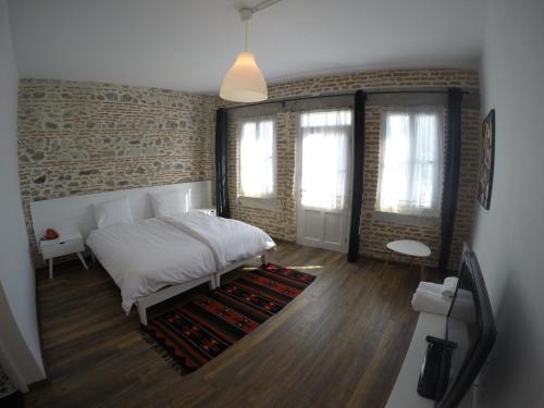 Hotel Pictures: Old Bazaar Rooms, Korçë