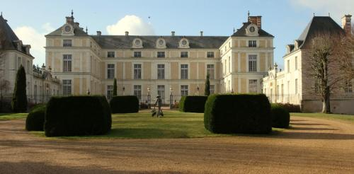 Hotel Pictures: Chateau Colbert, Maulévrier