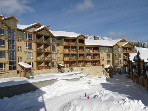 Hotel Pictures: Aspens A by Okanagan Ski Holidays, Big White