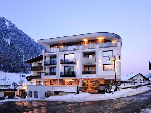 Hotel Pictures: Hotel Arnika, Ischgl