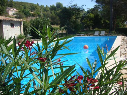 Hotel Pictures: B&B Aux Terres Rouges, Rousset