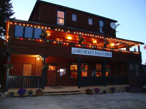 Hotel Pictures: Helmcken Falls Lodge, Clearwater