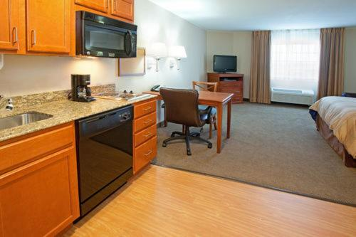 Candlewood Suites Aurora-Naperville Review