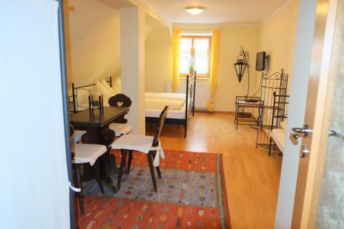 Hotel Pictures: Tiroler Landgasthaus Besenkammerl, Kipfenberg