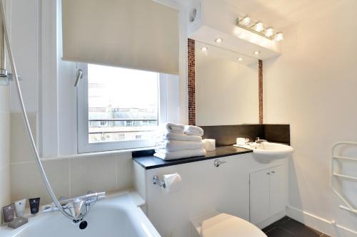 חדר רחצה ב-Camden Serviced Apartments
