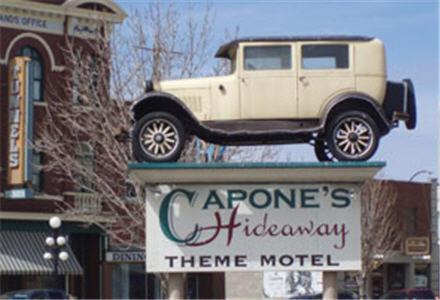 Hotel Pictures: Capone's Hideaway Motel, Moose Jaw