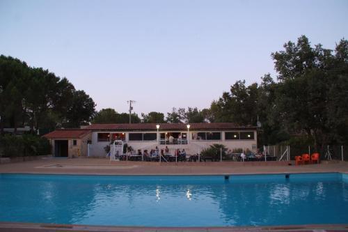 Hotel Pictures: Camping Le Provençal, Saint-Maximin-la-Sainte-Baume