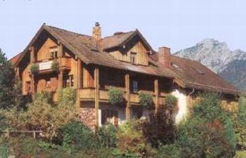 Hotel Pictures: Ferienwohnungen Griesacker -- Haus Gertrud, Bayerisch Gmain