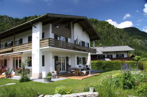 Hotel Pictures: Haus Ruebezahl, Reit im Winkl