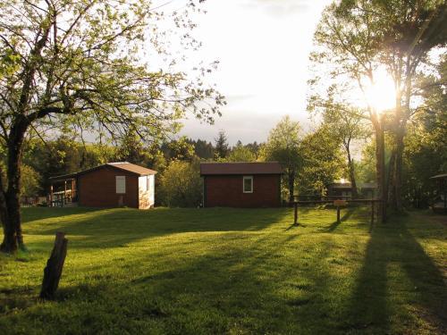 Hotel Pictures: Camping Auberge les Myrtilles, Saint-Nicolas-des-Biefs