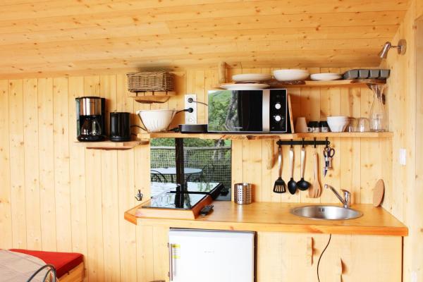 Hotel Pictures: Cabanes et Lodges du Belvedere, Serrières-sur-Ain