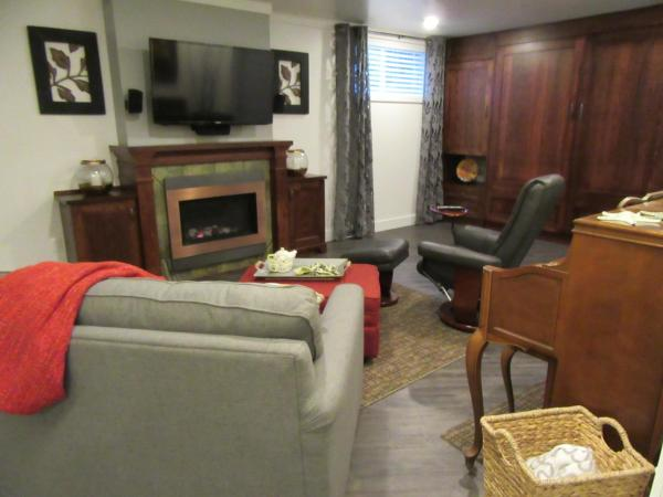 Hotel Pictures: Experience the Studio at Myrtle Creek, Powell River