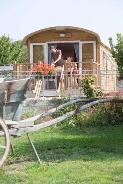 Hotel Pictures: Les Attelages et les Logis de Cuzay, Roiffé