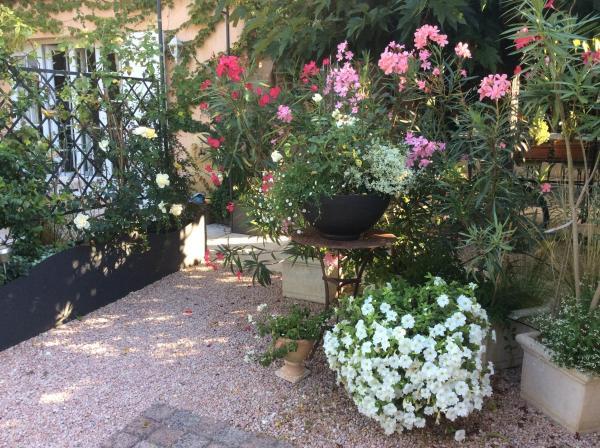 Hotel Pictures: La Villa Rosalie, Ventabren