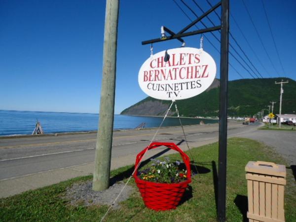 Hotel Pictures: Auberge Chalets Bernatchez, Mont-saint-pierre