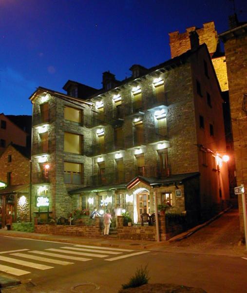 Hotel Pictures: Apartamentos Gabarre, Broto