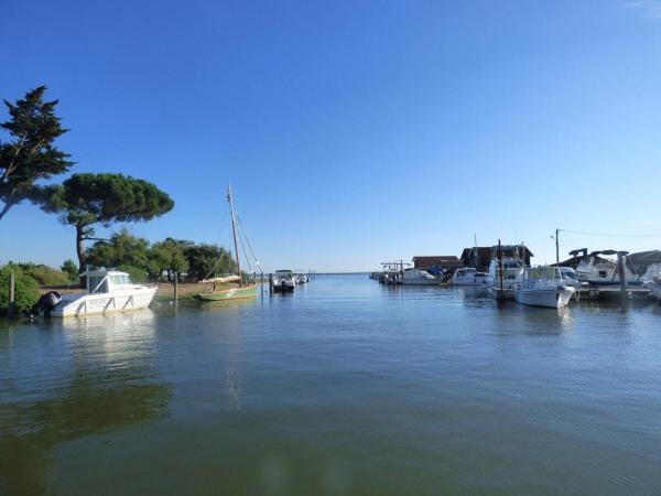 Hotel Pictures: Port et plage de Cassy Lanton, villa lumineuse, détente et souvenirs, Lanton