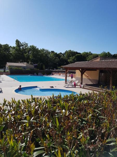 Hotel Pictures: Holiday home Les Mazets de Gaujac, Gaujac