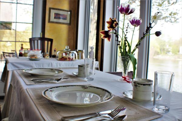 Hotel Pictures: Villa Rivière Montréal VIP, Repentigny