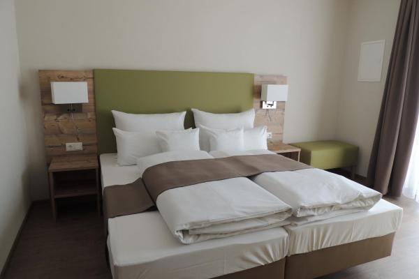Hotel Pictures: Hotel-Gasthof Neue Post, Leutershausen