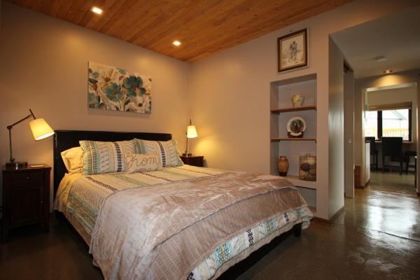 Hotel Pictures: Suite in Britannia Beach, Furry Creek