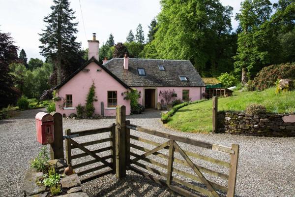 Hotel Pictures: Bridgend Cottage, Aberfoyle