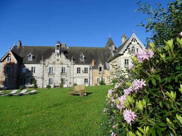 Hotel Pictures: Château de Crocq - Chambres d'Hôtes de Charme, Crocq