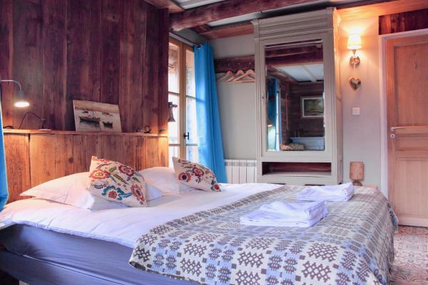 Hotel Pictures: Chambres d'hotes La Ferme Blanche, Longefoy