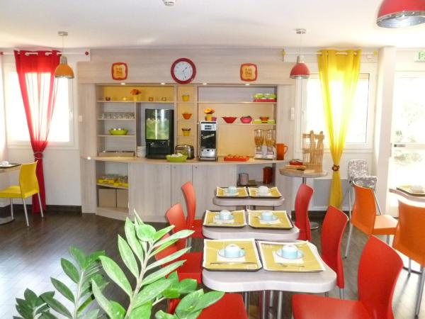 Hotel Pictures: P'tit Dej-Hotel Chartres, Chartres