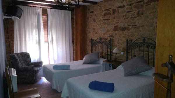 Hotel Pictures: Hostal Rural La Buhardilla, Barruecopardo