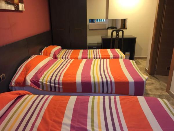 Hotel Pictures: Hostal Zubi XXI, Puente la Reina