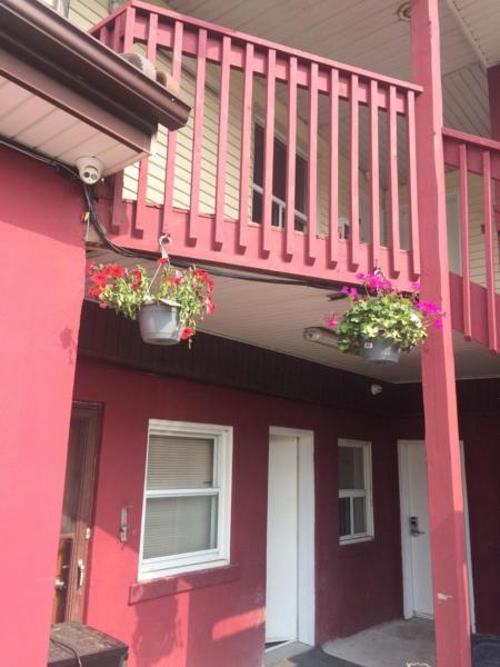 Hotel Pictures: Oshawa Kingsway Motel, Oshawa