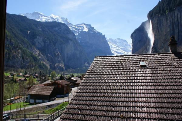 Hotel Pictures: BASE Cafe, Lauterbrunnen