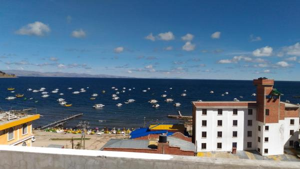 Hotel Pictures: Hostal Pizarro, Copacabana