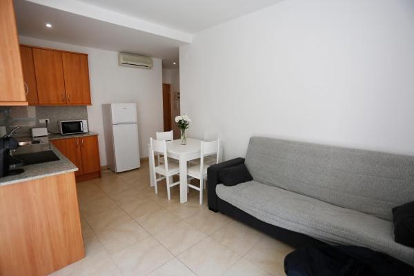 Hotel Pictures: Residencial Claudia, Reus