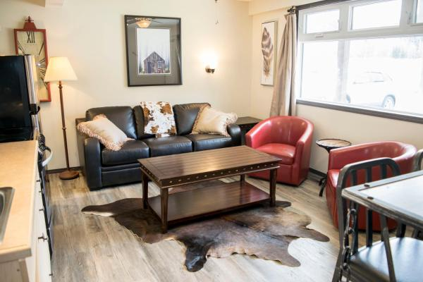 Hotel Pictures: Yamnuska Suites, Canmore