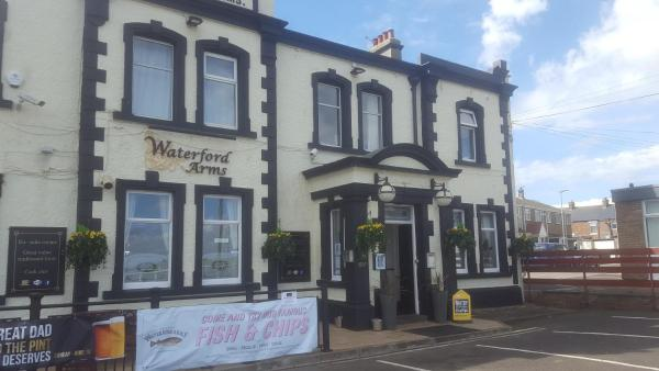 Hotel Pictures: Waterford Arms, Whitley Bay