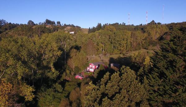 Hotel Pictures: Casa Roja Isla Tenglo Guest House, Puerto Montt