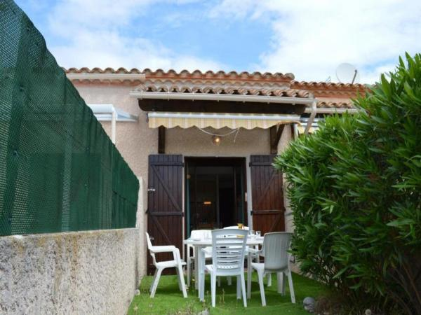Hotel Pictures: House Hameau du par, Saint-Cyprien