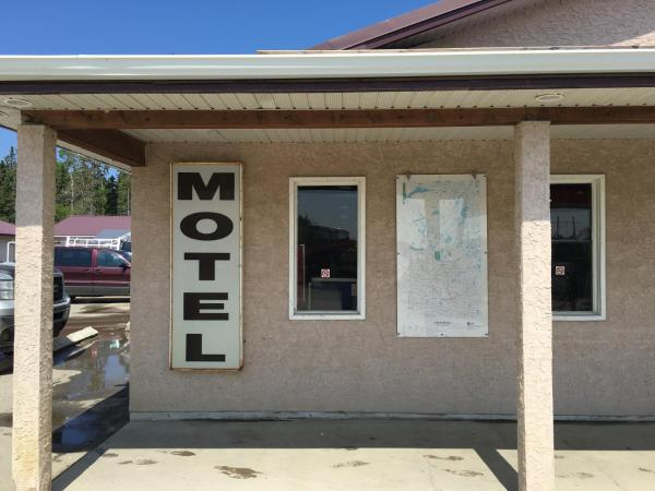 Hotel Pictures: LT Food & Fuel Motel, Waskesiu Lake